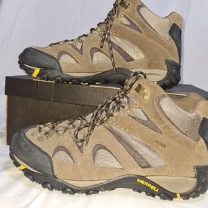 The Merrell Men's leather mid boots, size 14
